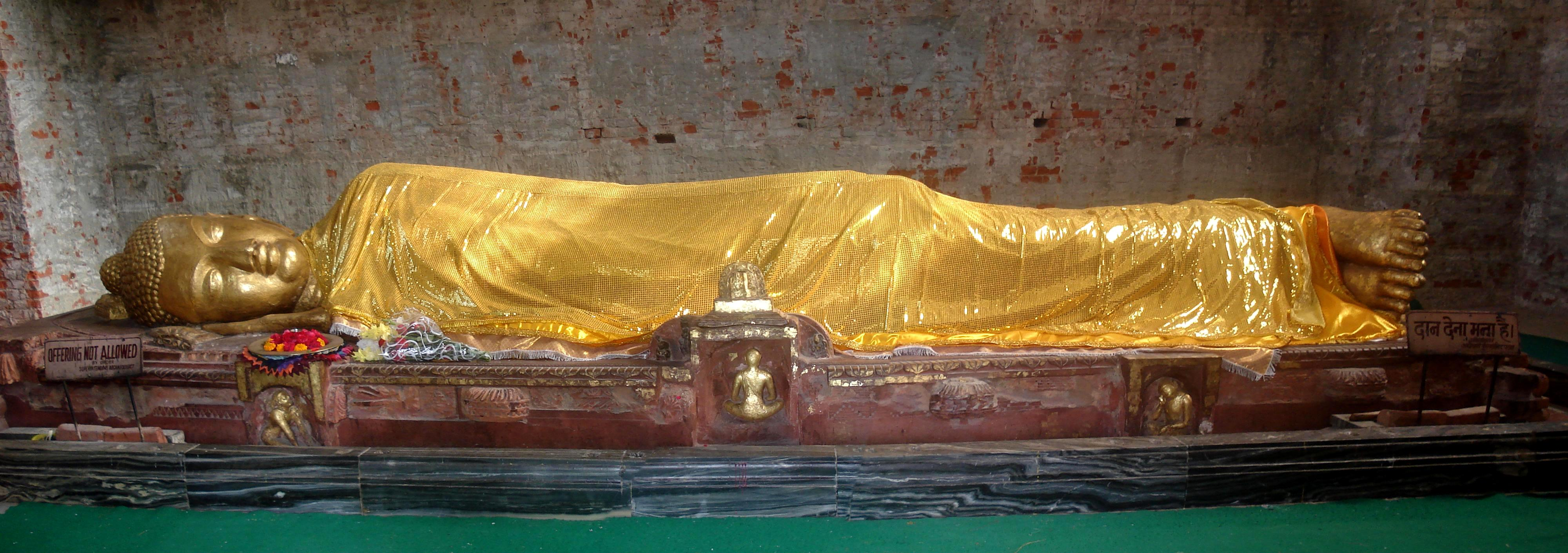 Tượng Phật Nhập Niết Bàn bên trong chùa Đại Bát Niết Bàn tại thành Câu Thi Na | The Lying Statue of the Buddha inside the Kusinagara Stupa