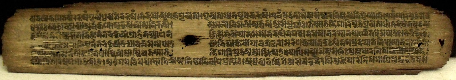 Tâm Kinh Bát Nhã được viết bằng tiếng Siddam cổ trên lá bối - The Heart Sutra in Siddam - Source: http://visiblemantra.blogspot.com