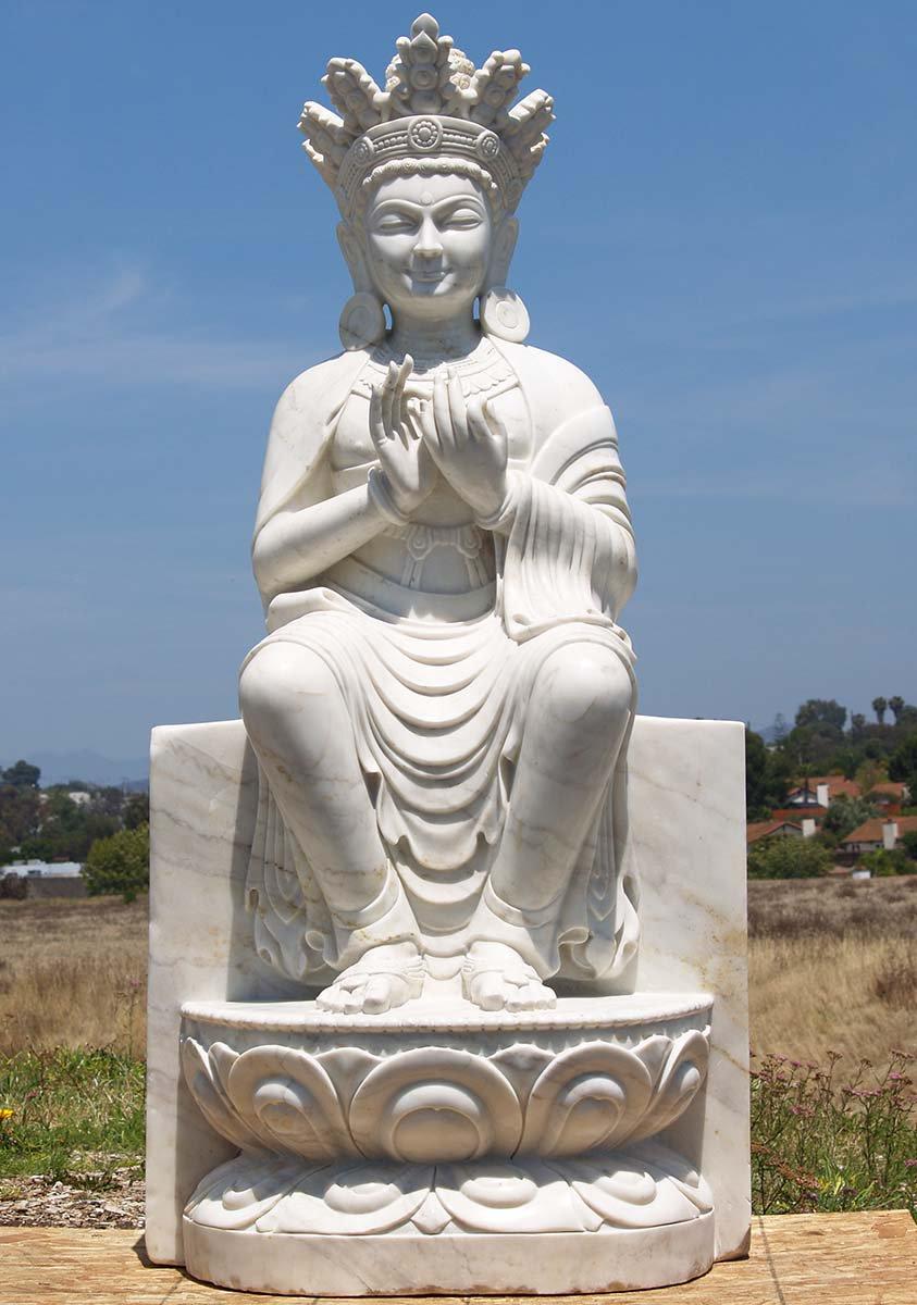 Tượng Phật Di Lặc với tư thế ngồi tựa