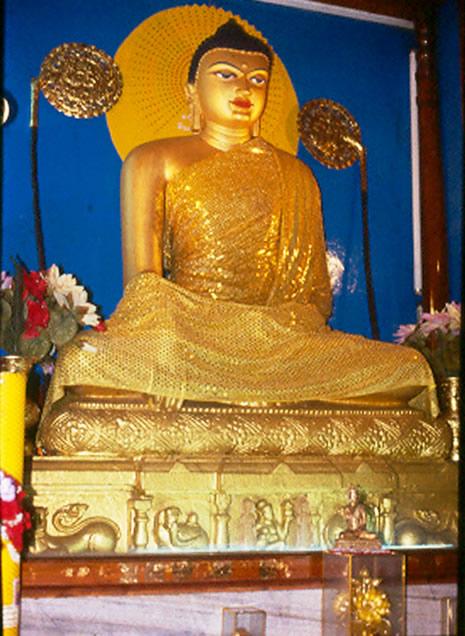 Tượng Phật Thích Ca với Tòa Kim Cang tại chùa Bồ Đề Đạo Tràng (Ấn Độ)