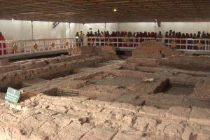 Inside the Mayadevi Temple - Bên trong chùa Maya