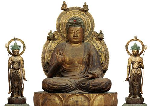 Yakushi Nyorai (Bhaiṣajyaguru) and two Bodhisattvas statues at Nara National Museum, 10th century. Japan's National Treasure.