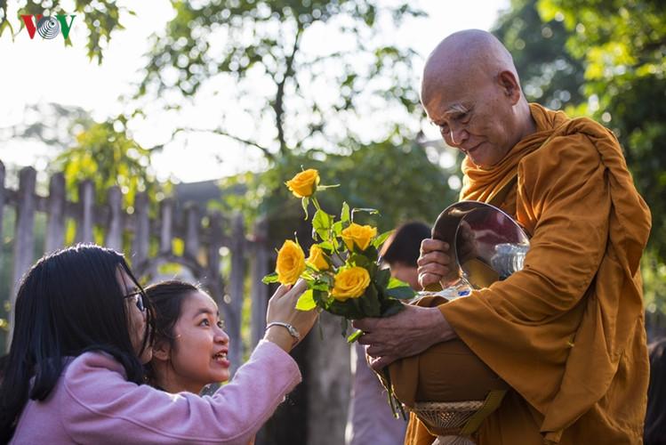 """Nghiên cứu qua kinh điển về việc """"thời Đức Phật, chư Tăng có được nhận tiền hay không"""" – Chúc Phú"""